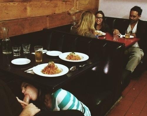 Lodzik pod stołem