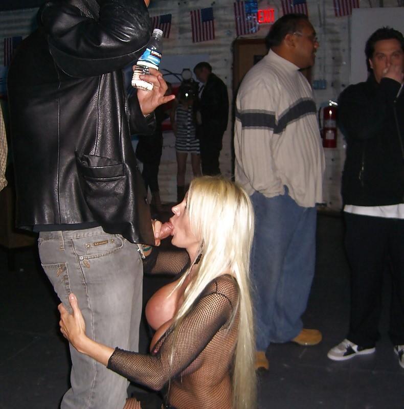 Sex oralny w klubie