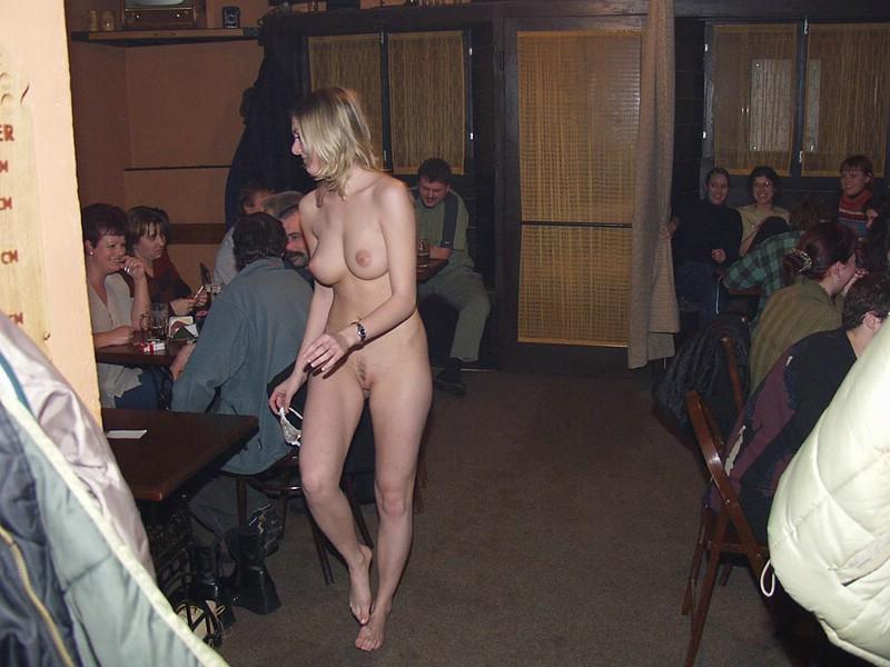 Golas w pubie