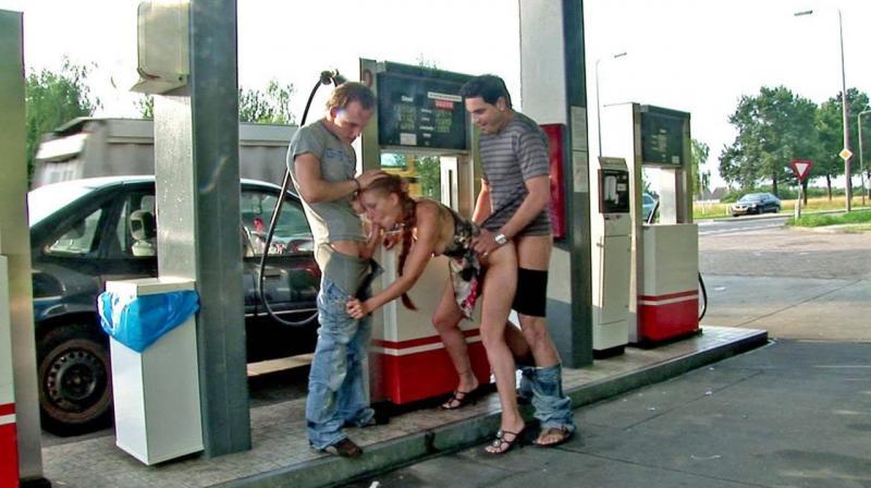 Na dwa baty na stacji paliw